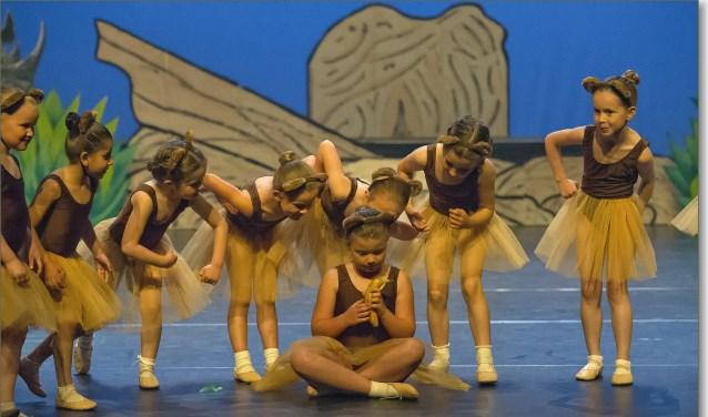 Op zaterdag 26 mei staat 'Dance with Joy' met 'Second Star to the Right' in het theater De Lampegiet.