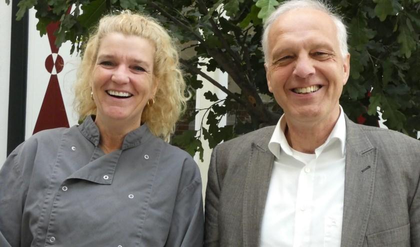 Kitty Schrijver en Bob Pluijter zijn trots op het 625-jarige gasthuis. (Foto: Adriënne Nijssen)