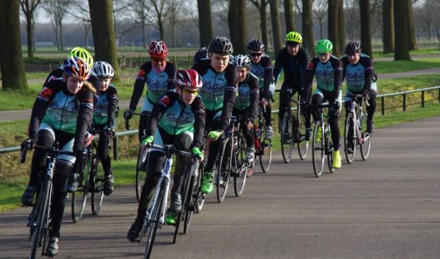 Plezier in de sport staat bij Team Brabant 2000 voorop, maar er wordt serieus en op professionele wijze getraind.