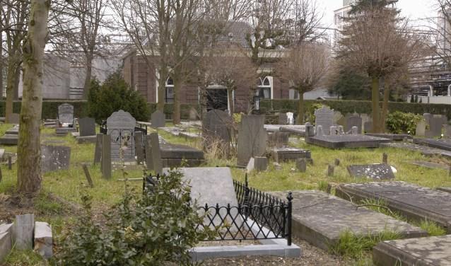 Alle grafzerken op de Oude Begraafplaats aan de Prins Hendrikstraat vertellen een verhaal. Foto: Marianka Peters
