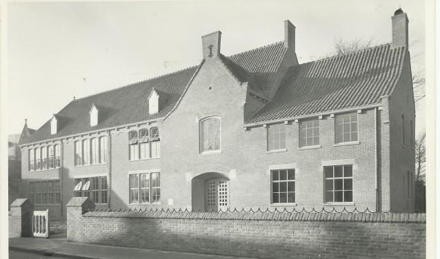 Het gebouw van de Sint Jan aan de Koornstraat, opgeleverd in 1948. Een ontwerp van architect De Reus. Foto: Collectie Stadsarchief Oss