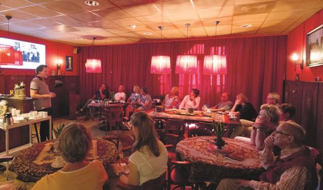 De informatiebijeenkomst over de beleefkamer die wordt ingericht in Thuvine in volle gang (Foto René Nijhuis Fotografie).