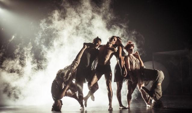 ANTI-GRAVITY, één van de voorstellingen tijdens het Spring Performing Arts Festival van 17 tot 26 mei op verschillende locaties in Utrecht. Foto: Pippa Samaya