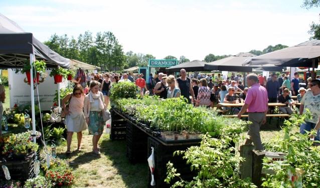 Perk- en vaste planten gekweekt in de Achterhoek werden ook grif verkocht.