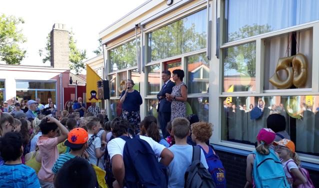 De kinderen van de basisschool maakten veel plezier. (foto: Jos Janssen)