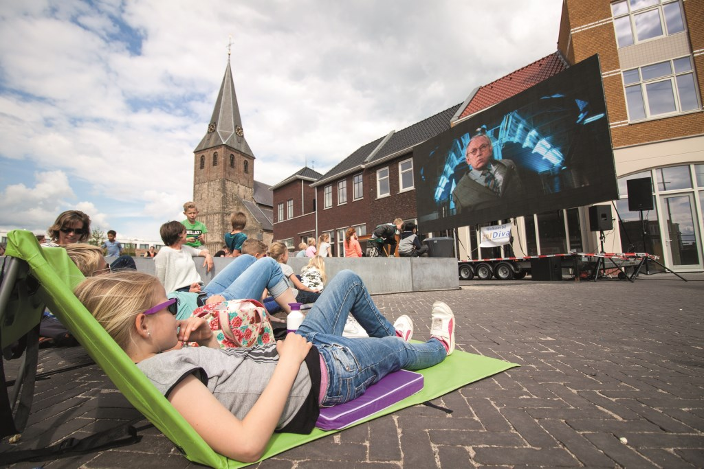 Het goede leven: vanaf een matje genieten van een gratis film.