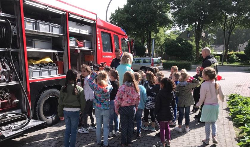 Het project over de hulpdiensten op basisschool Menkotoren is donderdag afgerond met een bezoek van de brandweer.