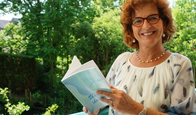 Marijke Abbink presnteert op vrijdagavond 1 juni om 18.30 uur haar dichtbundel Sluiers en Sleutels in de bibliotheek. De bundel straalt rust uit aldus de uitgever.