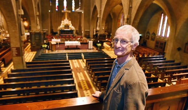 Jozef Oostveen van het bestuur Silvoldse geloofsgemeenschap. De Mauritiuskerk wordt binnenkort ontdaan van alle symbolische voorwerpen en de Godslamp wordt gedoofd.
