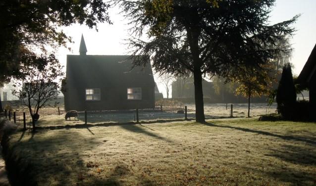 Het kapelletje van Zuuk is rijksmonument en op 12 mei van binnen te bekijken. Er is koffie of thee met Zuukse slofjes gebakken door Bakker Commandeur.