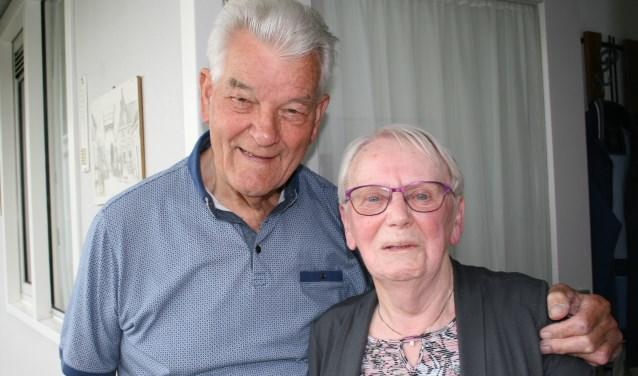 De heer en mevrouw Splinter-Immerzeel vierden 23 april hun 60-jarig huwelijk. In het leven hebben zij een aantal moeilijke keuzes moeten maken. FOTO: Esmeralda Wybrands