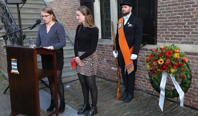 Anne van Kempen en Carlijn Heslenfeld van het merlet college
