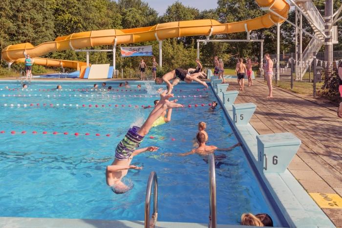 Zwemmen op het Leussinkbad