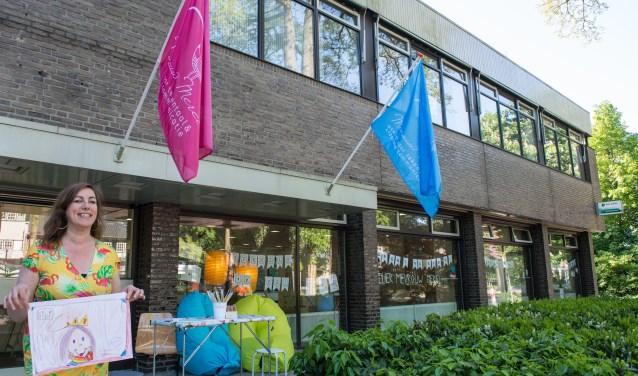 Manon Carboni is (kinder)atelier Mevrouw Merel gestart in de Eper ABN-Amro. Komende zaterdagmiddag houdt ze er een open huis van 12.00 tot 16.00 uur. (foto: Dennis Dekker)