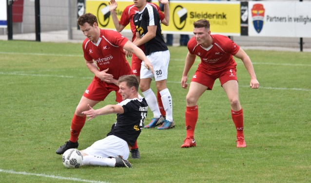 JVC Cuijk ploeterde in Oldenzaal verder. (foto: voetbal-shoot)