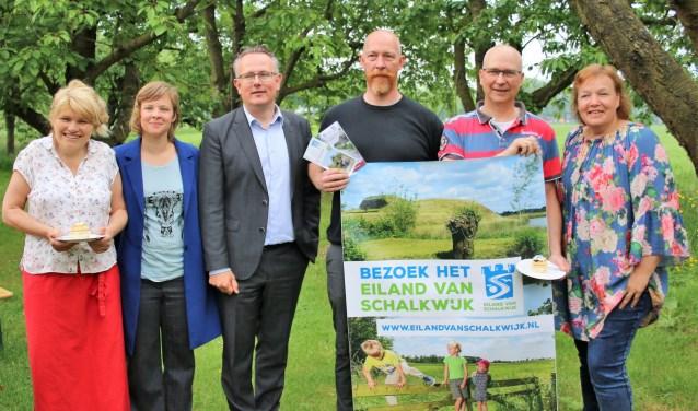 Op feestelijke wijze is woensdag 16 mei de nieuwe website en het logo van het Eiland van Schalkwijk gelanceerd.
