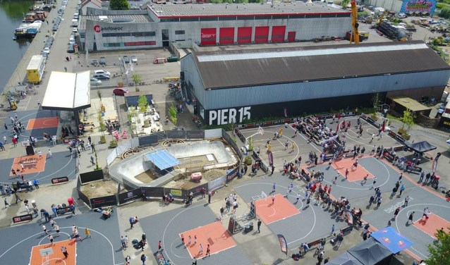 Voor Pier15 aan de Veilingkade is zaterdag het 5e Streetball Masters Basketbal Breda. Zie ook www.facebook.com/streetballmastersbreda.