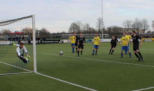 De spanning om het kampioenschap is terug in de 3e klasse A (Oost), waar koploper VRC verlies leed en vv  Veenendaal haar partij wist te winnen. (Foto: Henk Jansen)