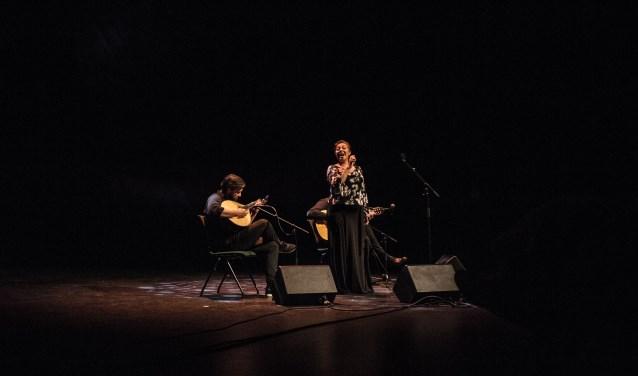 Fadozangeres Maria de Fatima geeft samen met David Mos en muzikanten een voorproefje voor de voorstelling 'Nacht in Lissabon'. De complete voorstelling is op 6 april 2019 te zien. Foto: Jason May