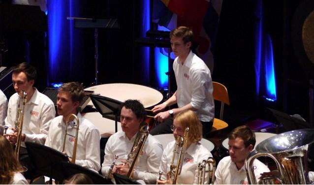 Studenten Harmonie Orkest Twente (foto) en The All Colorado Community Band gevensamen een concert.