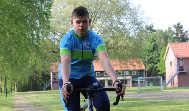 """Jordy: """"Tijdens de trainingen heb ik al geleerd door te zetten. Ik heb niet altijd zin om te gaan, maar ik ga wel. Dat is beter voor me. En als ik dan op de fiets zit, is het ook leuk."""""""