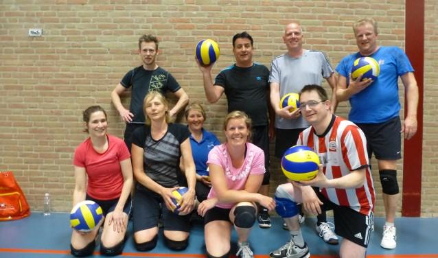 Volleybalvereniging Zus & Zo is een kleine, maar gezellige volleybalvereniging die in oktober het 50-jarige bestaan viert. Zij zijn  op zoek naar alle oud leden om een toernooi en reünie te houden.