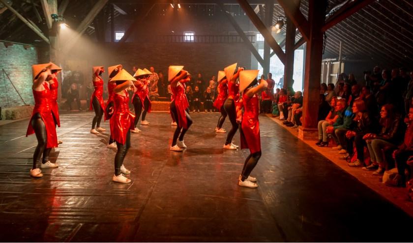 Op zevenpodia verspreid door het museumpark is een keur aan jonge talenten te zien en te horen: Jazz Focus Big Band, Nederlands Jeugd strijkorkest, ArtEZ popkoor & band, vijftalenten van Babette Labeij MusicAcademy, Vera Bon & band en anderen. (foto: Peter van Dijck)