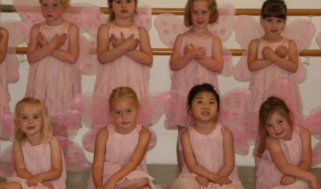 Peuterdans is voor kinderen (jongens en meisjes) vanaf 2,5 jaar een leuke manier om zichzelf fysiek en muzikaal te ontwikkelen.