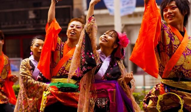 Bij Kunstvoer zijn er verschillende acts en kan het publiek genieten van muziek. Foto: ZINiN.