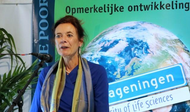 Onder grote belangstelling opende prof.dr.ir. Louise O. Fresco de tentoonstelling.(foto: Carleen van den Anker)