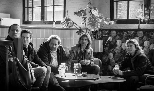 Ten Stories High is een nieuwe band met een stevig muzikaal fundament. Leden speelden eerder in The Mission Blues Band en Goofy and the Regulars. Met crowdfunding wil de band twaalf nieuwe nummers uitbrengen op CD en LP.