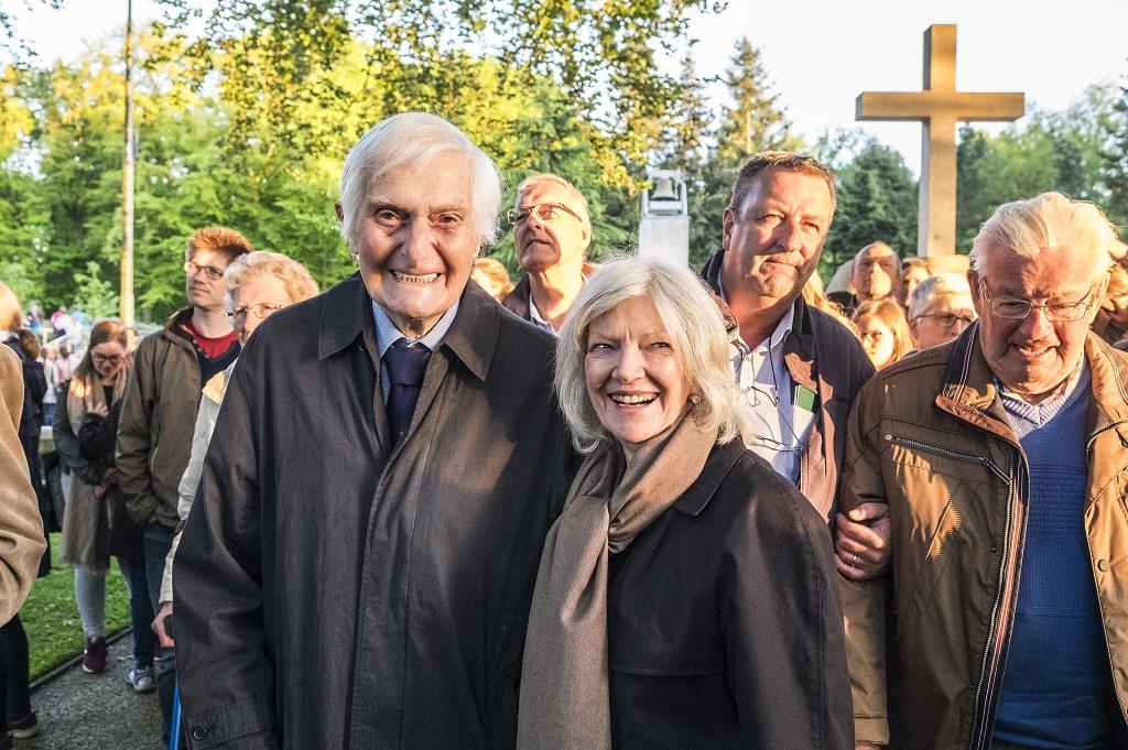 Major Kenneth George Mayhew en zijn vrouw. Foto: Max Timons  © Persgroep
