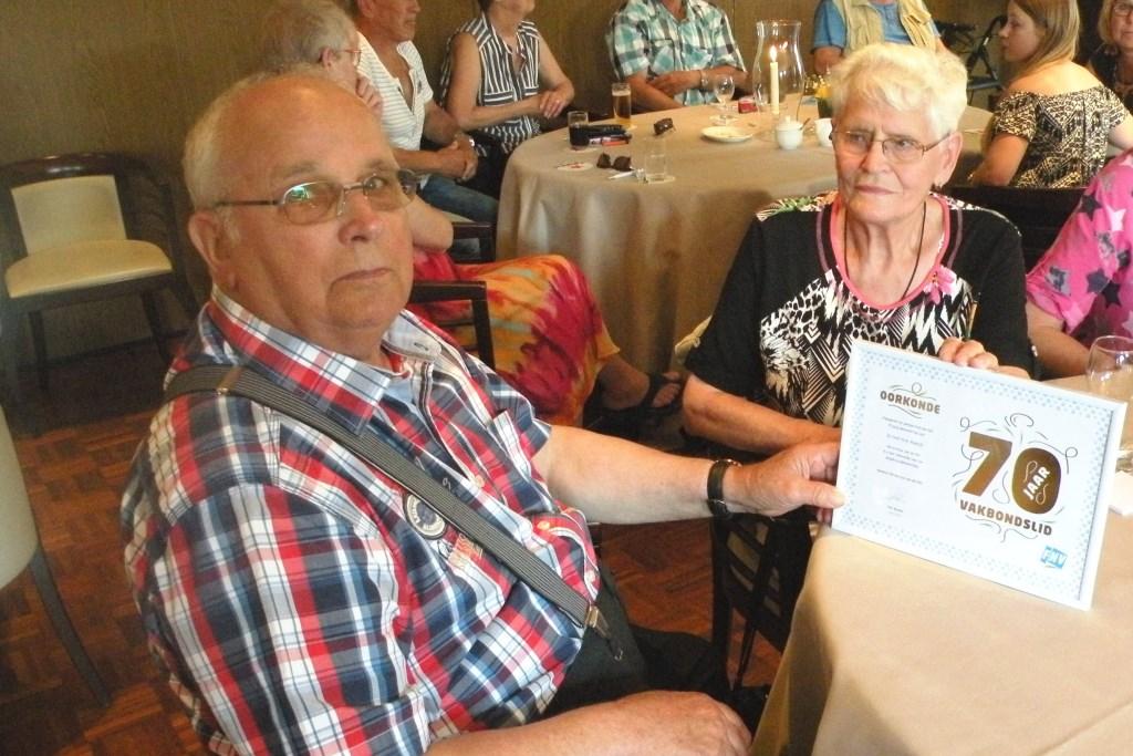 De heer Roelofs met echtgenote 70 jaar lid van de FNV.