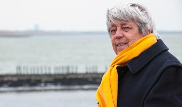 Ria Geluk is een begrip in Zeeland én daarbuiten. Haar meest indrukwekkende prestatie is de totstandkoming van het Watersnoodmuseum in Ouwerkerk maar ze vindt zichzelf vooral een enthousiaste bewoner van Schouwen-Duiveland. FOTO: CARRIE FREDERIKS