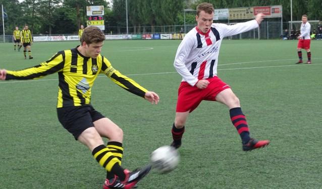 Een spelmoment uit de derby tussen VFC (zat) en Victoria'04(zat) die aan de Sportlaan onbeslist eindigde in 0-0, maar wel voor de Vlaardingse ploegen voldoende was om zich te plaatsen voor de nacompetitie.