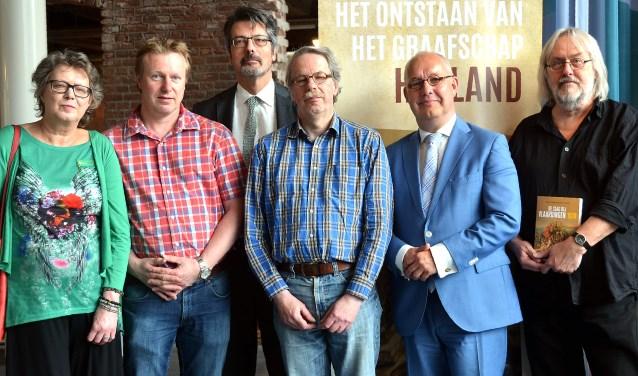Een aantal van de auteurs (van links af): Margreet Formenoy, Tim de Ridder, Kees Nieuwenhuijsen (redactie), Luit van der Tuuk, Harm Jan Luth-Mulders en Henk de Jong.