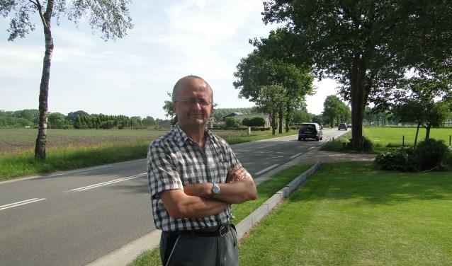Henk van Reenen voor zijn woning aan de Wesselseweg: ''Het zal hier druk blijven''