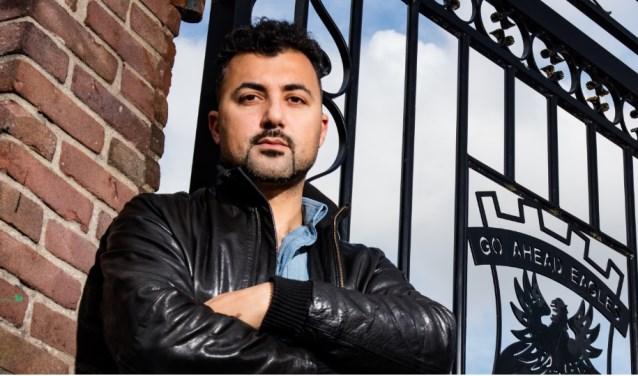 In zijn programma Home of Eus gaat schrijver, columnist en documentairemaker Özcan Akyol op zoek naar de essentie van het rood-gele bestaan.