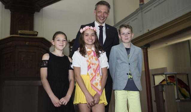 Van links af Luciana de Vries, Juup Ratering, Bram Nijhuis en wethouder Michiel van Willigen. (foto: Margreet Vloon)