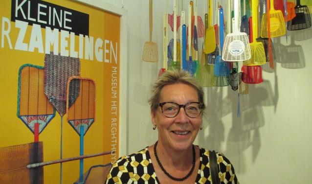 Iza van Riemsdijk verzamelt vliegenmeppers. Een gedeelte van haar verzameling wordt tentoongesteld in museum Het Reghthuys. (Foto: Ditty Drenthe)