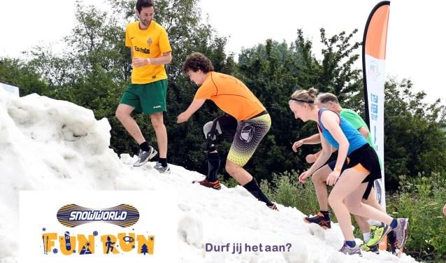 Rennen over de besneeuwde heuvels bij SnowWorld voor het goede doel.