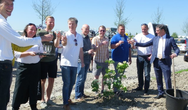 Opperbeste stemming bij de feestelijke opening van Green Tech Valley, met Siem Hoogeveen (l) en wethouder Kees van Velzen (r).