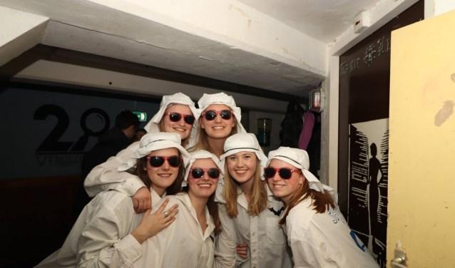 Ciska van de Meene (19), Yvette Keij (19),Myrthe von den Benken (20), Julia van den Heuvel (19), Emmilie Kuks (19) enEmmy Ezendam (18) vormen samen de 'lesleden' van Spooky.
