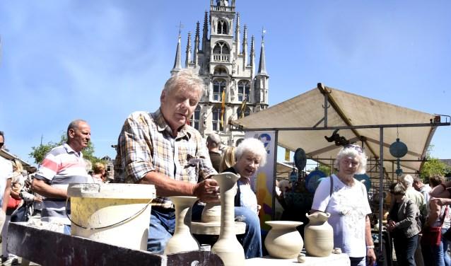 Twee dagen keramiekkunst kijken in de Goudse binnenstad tijdens de Goudse keramiekdagen. Foto: Marianka Peters