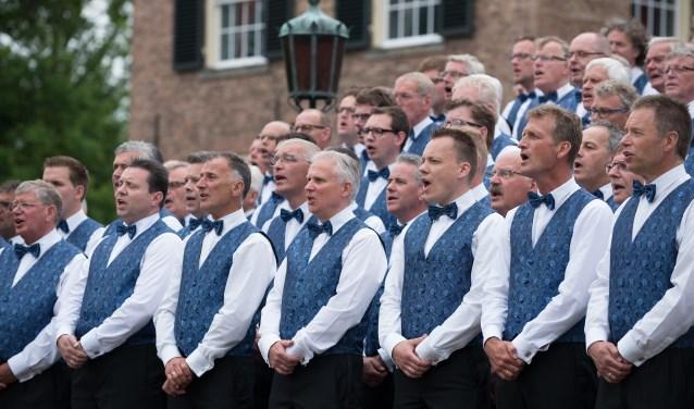 Het Rijssens Mannenkoor laat tijdens het concert enkele nieuwe nummers horen.
