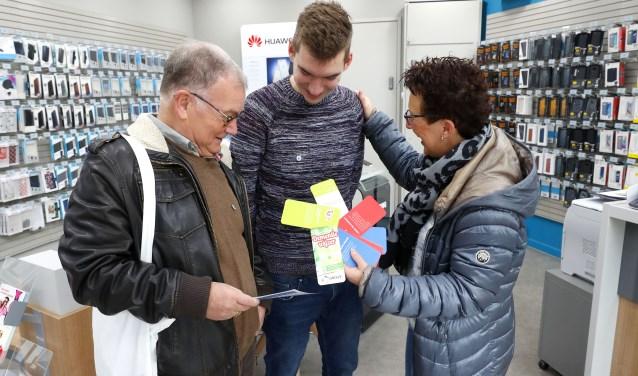 """De juiste informatie, praktische hulp en begeleiding zijn erg belangrijk voor mensen met dementie en hun familieleden. """"Het DementieCafé biedt dit al 5 jaar in Veldhoven"""", aldus Carolien van der Heijden. FOTO: Bert Jansen."""