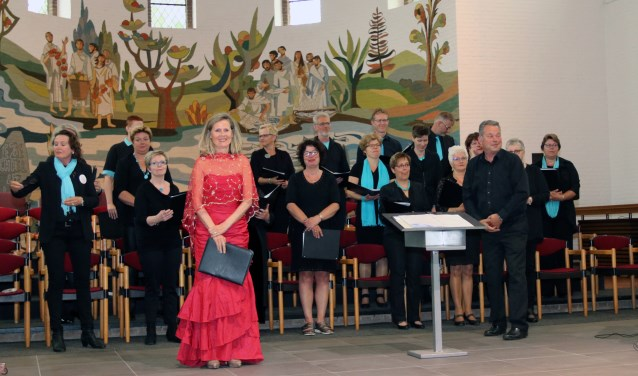 Catharina Jansen met koor Enjoy