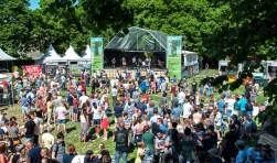 Met Hemelvaart is het Wilhelminaveld in Bergen op Zoom weer het decor voor het Op De T Festival van Gebouw-T. Dit voor jong en oud gratis toegankelijke festival met veel muziek en een festivalmarkt is dit jaar op donderdag 10 mei aan de 8e editie toe. FOTO: CARLO VAN DEN HEUVEL