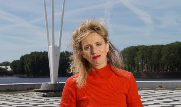 Schrijfster Suzanna Jansen schreef negen jaar geleden de bestseller Het Pauperparadijs. Ze geeft donderdag 7 juni voor Pact Sam Sam een lezing in de Johanneskerk. (Foto: Tessa Posthuma de Boer)