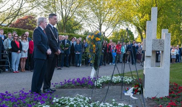 Burgemeester Aart-Jan Moerkerke legde namens de gemeente Papendrecht een krans.